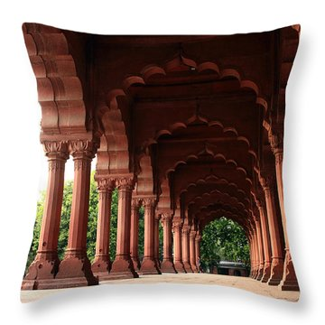 Engrailed Arches, Red Fort, New Delhi Throw Pillow