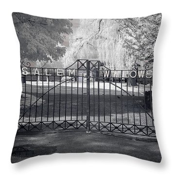 Entry To Salem Willows Throw Pillow