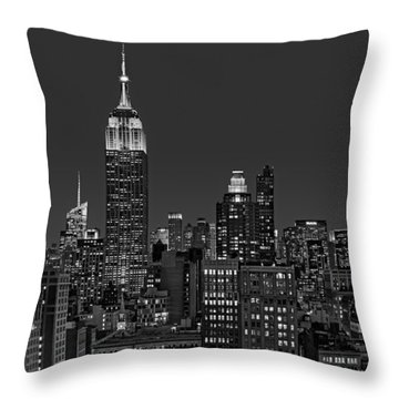 Esb Surrounded By The Flatiron District Bw Throw Pillow by Susan Candelario