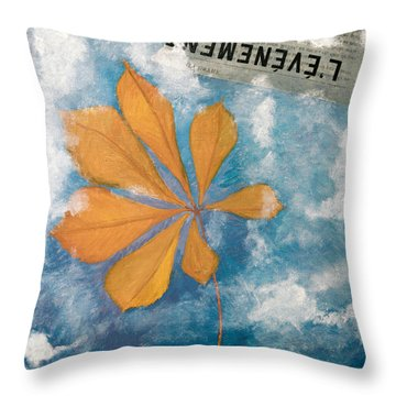 Evenement Throw Pillow