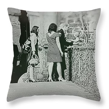 Familie Throw Pillow