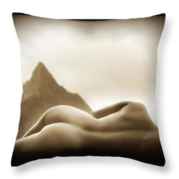 Female Nude At Mt. Pali Hawaii Throw Pillow