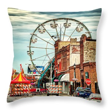 Ferris Wheel In Winona Throw Pillow