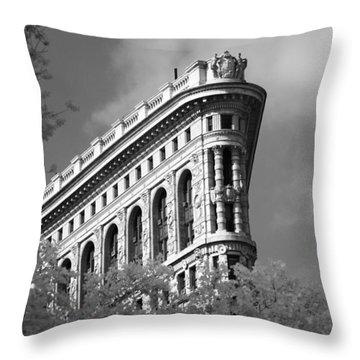 New York City - Flat Iron Prow Throw Pillow