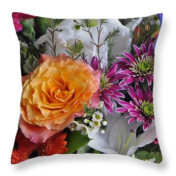 Floral Bouquet 6 Throw Pillow