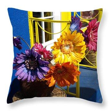 Flores Colores Throw Pillow