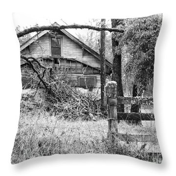 Forgotten Dreams - Bw Throw Pillow by Rory Sagner
