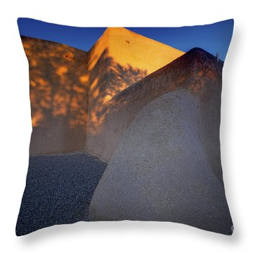 Form And Shadow--san Francisco De Asis - Color Throw Pillow by Gary Holmes