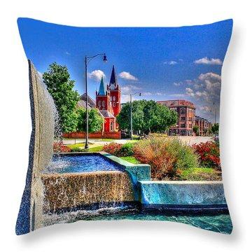 Fountain On Ray Throw Pillow