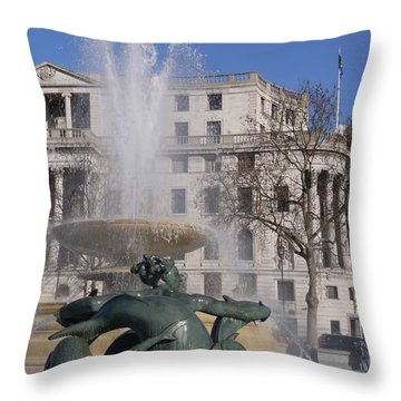 Fountains In Trafalgar Square Throw Pillow