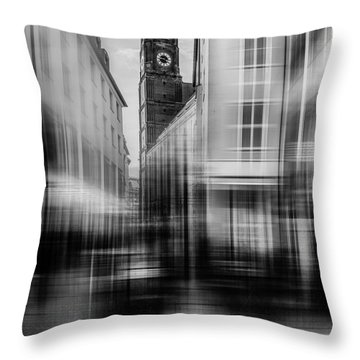 Frauenkirche - Muenchen V - Bw Throw Pillow