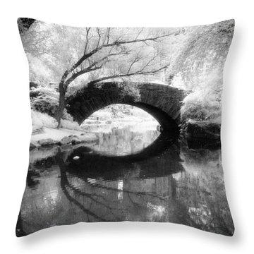 Central Park Photograph - Gapstow Bridge Vertical Throw Pillow