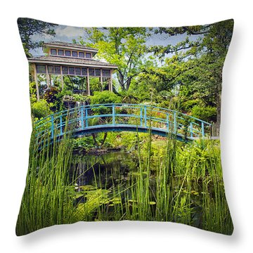 Garden At Houmas House Plantation La Dsc04584 Throw Pillow