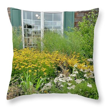 Gardens At The Good Earth Market Throw Pillow