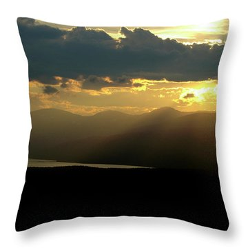 Throw Pillow featuring the photograph Great Divide Light by Jeremy Rhoades