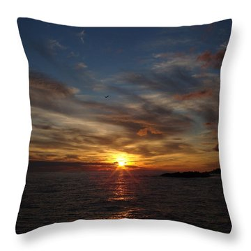 Throw Pillow featuring the photograph Gull Rise by Bonfire Photography