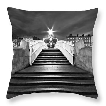 Ha'penny Bridge Steps At Night - Dublin - Black And White Throw Pillow