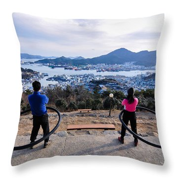 Hoops On The Mountaintop Throw Pillow