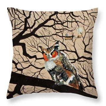 Hooters Hangout Throw Pillow