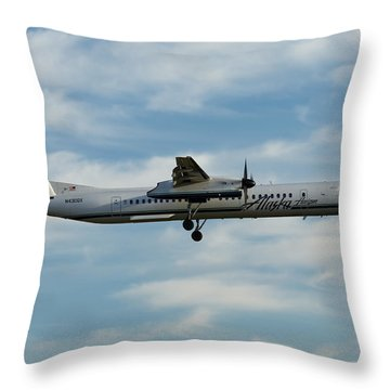 Horizon Airlines Q-400 Approach Throw Pillow