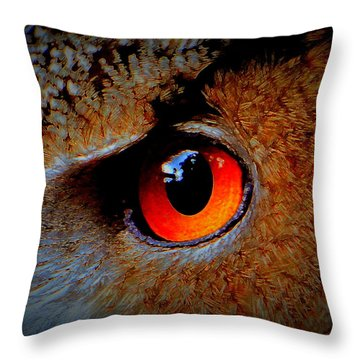 Horned Owl Eye Throw Pillow
