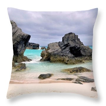 Horseshoe Beach In Bermuda Throw Pillow