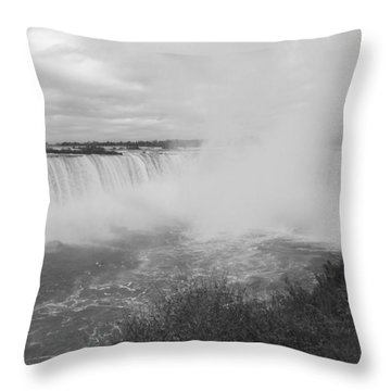 Horseshoe Falls - Autumn - B N W Throw Pillow