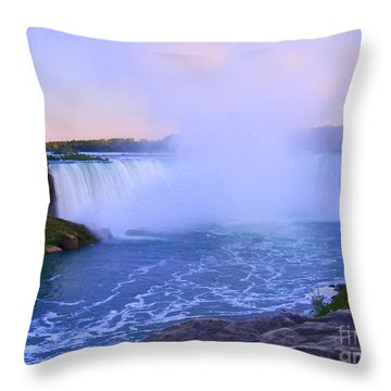 Horseshoe Falls Sunset In The Summer Throw Pillow