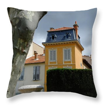 House In Grasse Throw Pillow