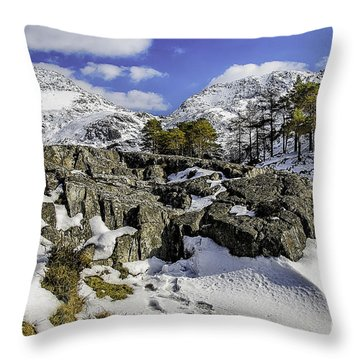 Idwal At Winter Throw Pillow by Darren Wilkes
