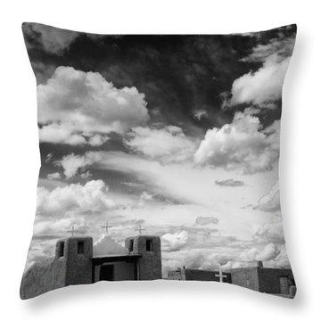 Iglesita De Pueblo De Taos - New Mexico Throw Pillow