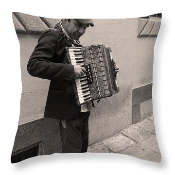 Il Fisarmonicista Throw Pillow