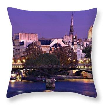 Ile De La Cite And Pont Des Arts / Paris Throw Pillow