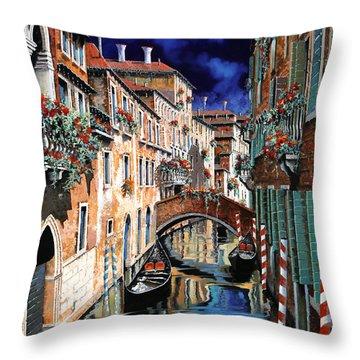 Inchiostro Su Venezia Throw Pillow
