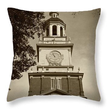 Independence Hall - Bw Throw Pillow