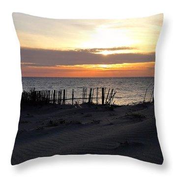 Into The Sun - Shizuoka Throw Pillow