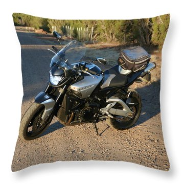 It's Good To B-king Throw Pillow