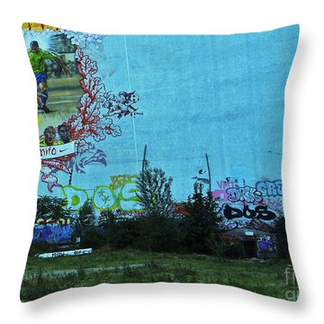 Joga Bonito - The Beautiful Game Throw Pillow