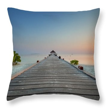 Komandoo Sunrise Throw Pillow
