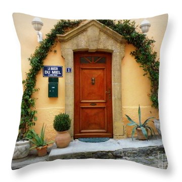 La Maison Du Miel Throw Pillow