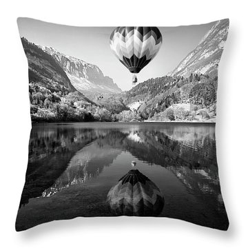 Ballons Throw Pillows
