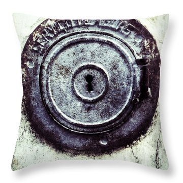 La Serrure Throw Pillow
