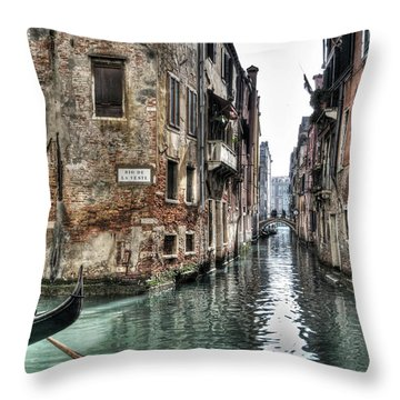 La Veste In Venice Throw Pillow