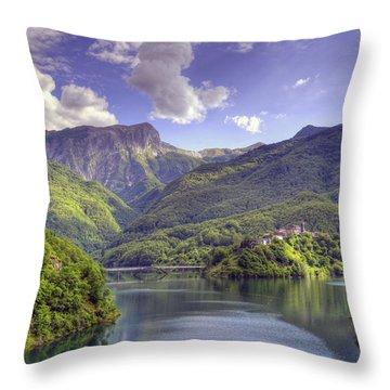 Lago Di Vagli Throw Pillow