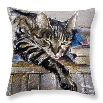 Lazy Cat Portrait - Drawing Throw Pillow