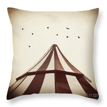 Le Carnivale Throw Pillow
