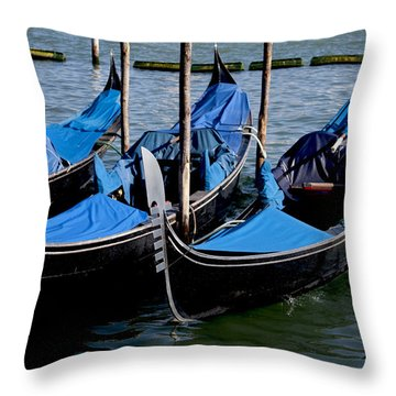 Throw Pillow featuring the photograph Gli Gondole by Ivete Basso Photography
