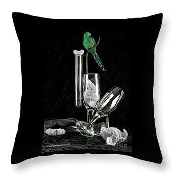 Le Perroquet Vert Throw Pillow