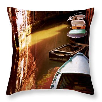 Legata Nel Canale Throw Pillow