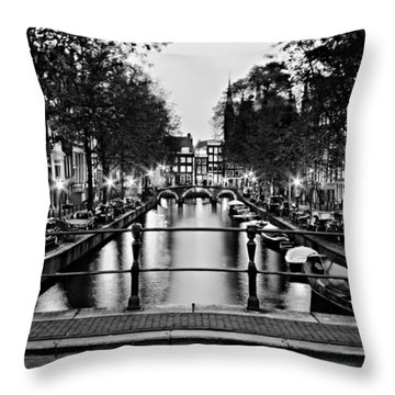 Leidsegracht Canal At Night / Amsterdam Throw Pillow